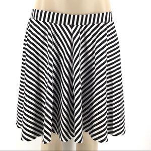 TORRID Skirt 0 L 12 Black White Stripe Mini Knee